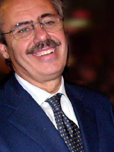 https://www.ragusanews.com//immagini_articoli/13-06-2011/mafia-stralciata-la-posizione-del-governatore-lombardo-500.jpg