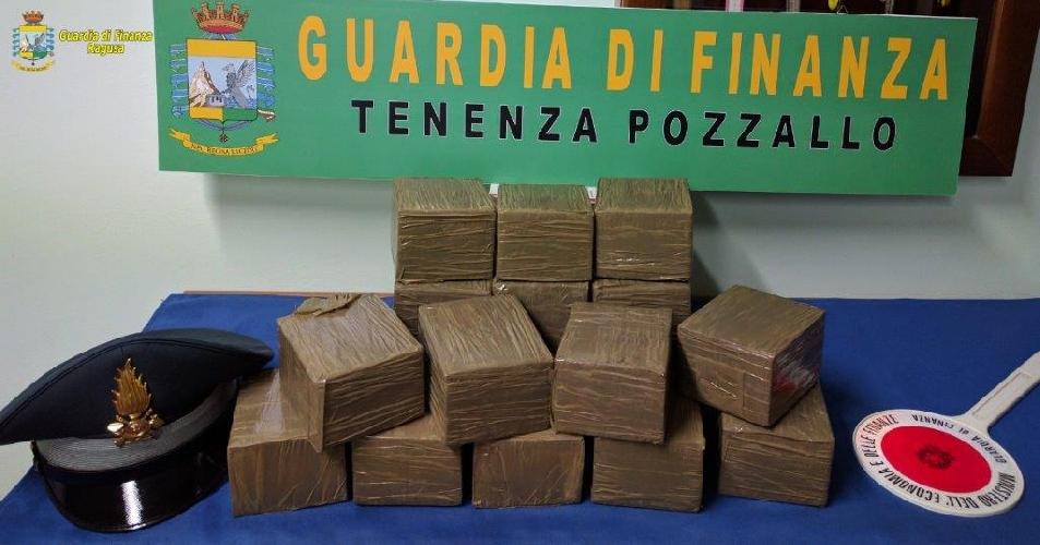 http://www.ragusanews.com//immagini_articoli/13-06-2017/pozzallo-arrestato-droga-500.jpg