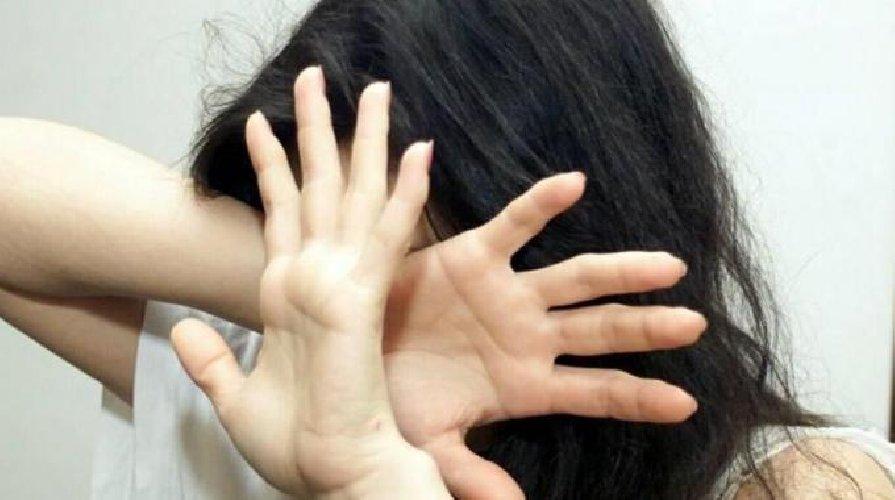 https://www.ragusanews.com//immagini_articoli/13-06-2018/comiso-vuole-uccidere-figlia-perche-rifiuta-matrimonio-combinato-500.jpg