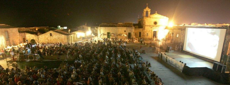 https://www.ragusanews.com//immagini_articoli/13-06-2018/marzamemi-festival-cinema-frontiera-slitta-settembre-500.jpg