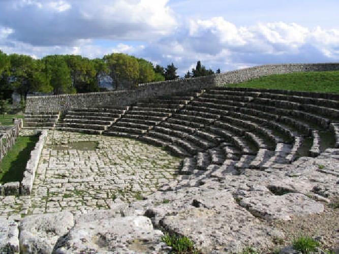 https://www.ragusanews.com//immagini_articoli/13-07-2017/palazzolo-spettacoli-teatro-greco-500.jpg