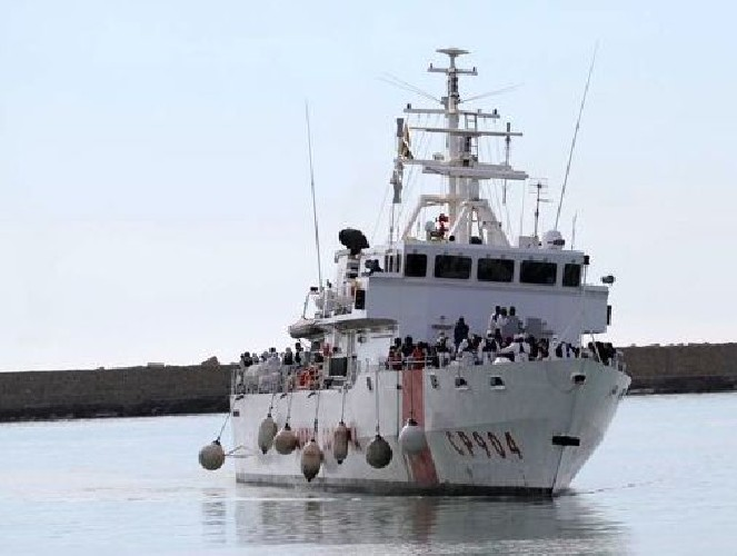 https://www.ragusanews.com//immagini_articoli/13-07-2020/sbarco-di-64-migranti-a-pozzallo-dalla-nave-fiorillo-test-per-tutti-500.jpg