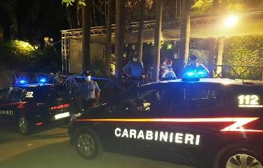 https://www.ragusanews.com//immagini_articoli/13-07-2020/sicilia-non-rispettava-distanziamento-chiusa-discoteca-banaker-240.jpg