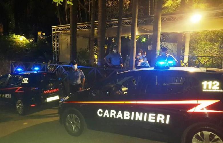 https://www.ragusanews.com//immagini_articoli/13-07-2020/sicilia-non-rispettava-distanziamento-chiusa-discoteca-banaker-500.jpg
