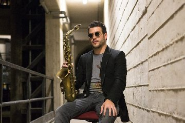 https://www.ragusanews.com//immagini_articoli/13-08-2018/francesco-cafiso-concerto-jambo-donnalucata-240.jpg