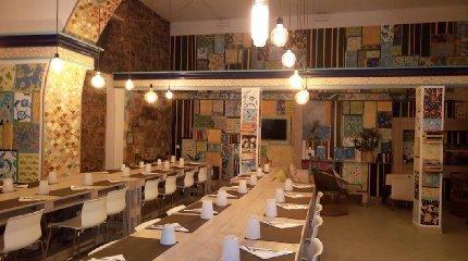 https://www.ragusanews.com//immagini_articoli/13-08-2018/orient-experience-primo-ristorante-gestito-migranti-240.jpg