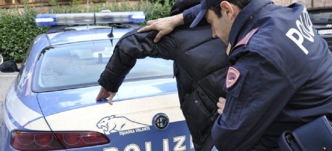 https://www.ragusanews.com//immagini_articoli/13-08-2018/resistenza-pubblico-ufficiale-arresto-modica-500.jpg