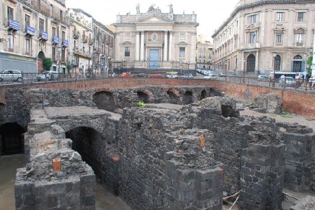 http://www.ragusanews.com//immagini_articoli/13-09-2016/anfiteatro-romano-di-catania-visibile-a-tutti-con-il-virtual-tour-video-420.jpg