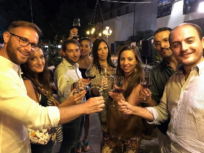 http://www.ragusanews.com//immagini_articoli/13-09-2017/vinimilo-2017-mila-visitatori-500.jpg