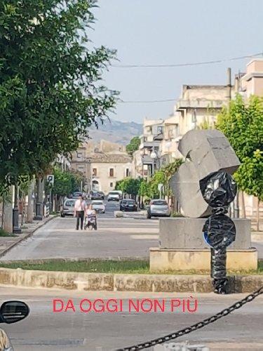 https://www.ragusanews.com//immagini_articoli/13-09-2018/comiso-perde-isola-pedonale-viale-resistenza-500.jpg