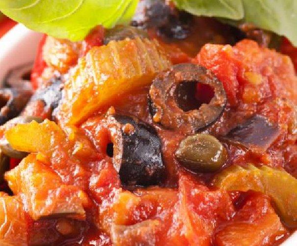 https://www.ragusanews.com//immagini_articoli/13-09-2018/pollo-insalata-olive-ecco-pranzo-papa-francesco-sicilia-500.jpg