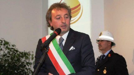 https://www.ragusanews.com//immagini_articoli/13-09-2018/sindaco-nicosia-accusato-voto-scambio-annuncia-querela-240.jpg