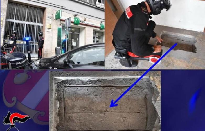 https://www.ragusanews.com//immagini_articoli/13-09-2020/banda-scava-buco-sul-pavimento-per-rapinare-una-banca-500.jpg