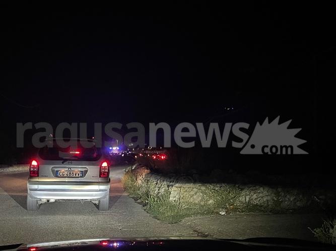 https://www.ragusanews.com//immagini_articoli/13-09-2021/incidente-alla-michelica-strada-interrotta-perr-i-soccorsi-500.jpg