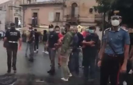 https://www.ragusanews.com//immagini_articoli/13-09-2021/monterosso-almo-insulti-contro-l-animalista-enrico-rizzi-video-280.jpg