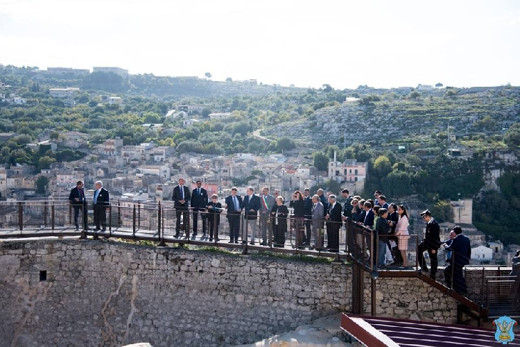 http://www.ragusanews.com//immagini_articoli/13-10-2017/modica-apre-castello-conti-500.jpg