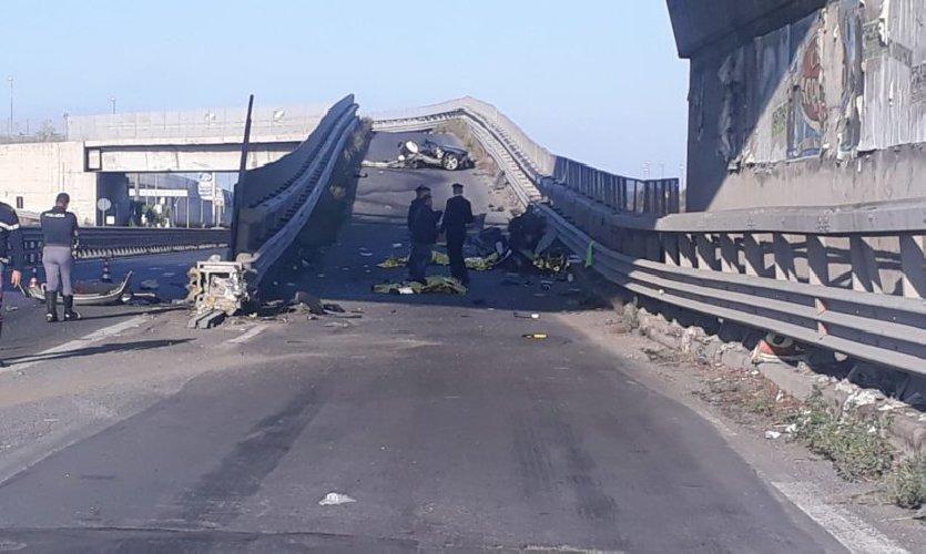 https://www.ragusanews.com//immagini_articoli/13-10-2019/1570955045-incidente-muoiono-quattro-giovani-in-sicilia-1-500.jpg