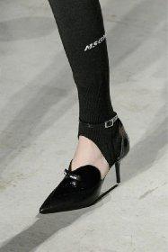 https://www.ragusanews.com//immagini_articoli/13-10-2020/1602614062-le-scarpe-autunno-inverno-2020-21-piu-belle-da-indossare-1-280.jpg