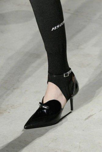 https://www.ragusanews.com//immagini_articoli/13-10-2020/1602614062-le-scarpe-autunno-inverno-2020-21-piu-belle-da-indossare-1-500.jpg