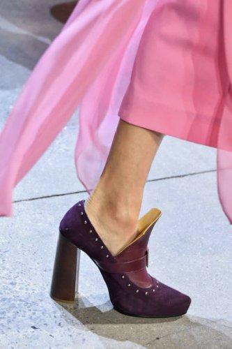 https://www.ragusanews.com//immagini_articoli/13-10-2020/1602614237-le-scarpe-autunno-inverno-2020-21-piu-belle-da-indossare-1-500.jpg