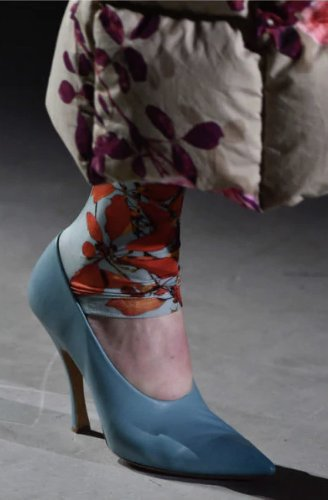 https://www.ragusanews.com//immagini_articoli/13-10-2020/1602614401-le-scarpe-autunno-inverno-2020-21-piu-belle-da-indossare-1-500.jpg