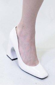 https://www.ragusanews.com//immagini_articoli/13-10-2020/1602614452-le-scarpe-autunno-inverno-2020-21-piu-belle-da-indossare-1-280.jpg