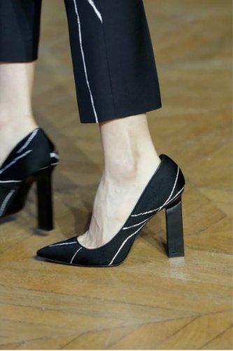 https://www.ragusanews.com//immagini_articoli/13-10-2020/1602614512-le-scarpe-autunno-inverno-2020-21-piu-belle-da-indossare-1-500.jpg
