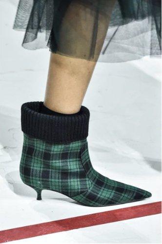 https://www.ragusanews.com//immagini_articoli/13-10-2020/1602614811-le-scarpe-autunno-inverno-2020-21-piu-belle-da-indossare-2-500.jpg