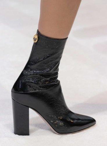 https://www.ragusanews.com//immagini_articoli/13-10-2020/1602614811-le-scarpe-autunno-inverno-2020-21-piu-belle-da-indossare-3-500.jpg