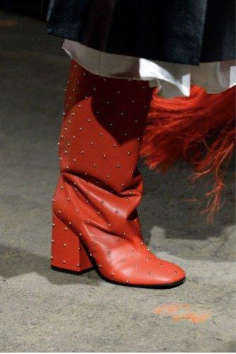 https://www.ragusanews.com//immagini_articoli/13-10-2020/1602615035-le-scarpe-autunno-inverno-2020-21-piu-belle-da-indossare-4-500.jpg