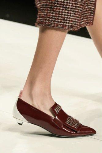 https://www.ragusanews.com//immagini_articoli/13-10-2020/1602615300-le-scarpe-autunno-inverno-2020-21-piu-belle-da-indossare-4-500.jpg