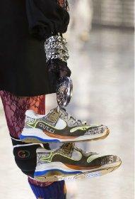 https://www.ragusanews.com//immagini_articoli/13-10-2020/1602615839-le-scarpe-autunno-inverno-2020-21-piu-belle-da-indossare-1-280.jpg