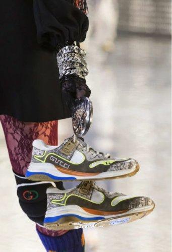https://www.ragusanews.com//immagini_articoli/13-10-2020/1602615839-le-scarpe-autunno-inverno-2020-21-piu-belle-da-indossare-1-500.jpg