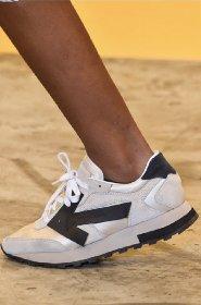https://www.ragusanews.com//immagini_articoli/13-10-2020/1602615839-le-scarpe-autunno-inverno-2020-21-piu-belle-da-indossare-3-280.jpg
