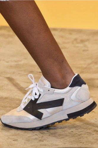 https://www.ragusanews.com//immagini_articoli/13-10-2020/1602615839-le-scarpe-autunno-inverno-2020-21-piu-belle-da-indossare-3-500.jpg
