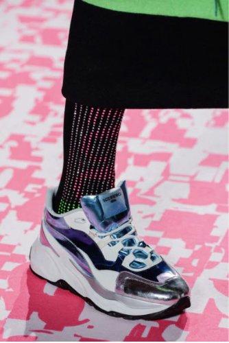 https://www.ragusanews.com//immagini_articoli/13-10-2020/1602615840-le-scarpe-autunno-inverno-2020-21-piu-belle-da-indossare-4-500.jpg