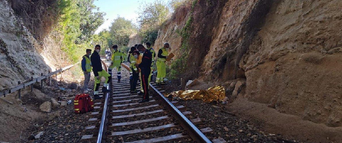 https://www.ragusanews.com//immagini_articoli/13-10-2020/giovane-muore-travolto-da-un-treno-sulla-linea-ferrata-noto-avola-500.jpg