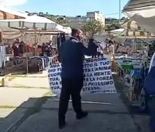 https://www.ragusanews.com//immagini_articoli/13-10-2021/il-messia-di-gela-al-mercato-di-scicli-e-di-marina-di-ragusa-video-500.jpg