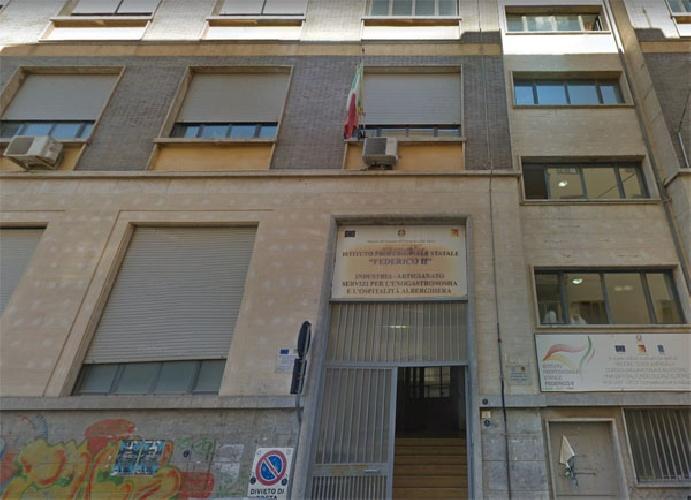 https://www.ragusanews.com//immagini_articoli/13-10-2021/leonforte-lutto-cittadino-e-autopsia-sulla-16enne-morta-all-improvviso-500.jpg
