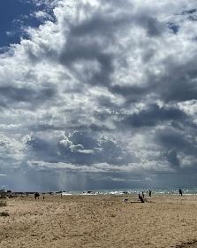 https://www.ragusanews.com//immagini_articoli/13-10-2021/scicli-bagni-al-mare-anche-con-le-nuvole-video-280.jpg