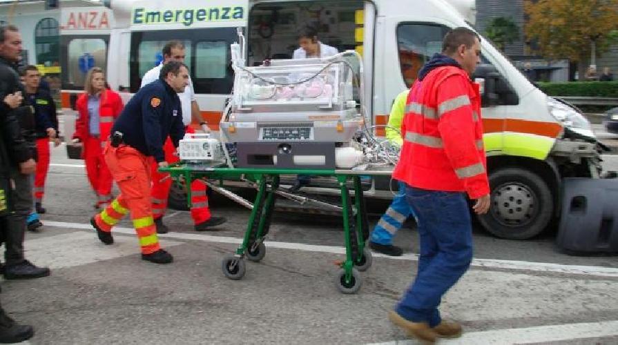 Scontro tra autobus e Suv: muore bambina di 4 anni