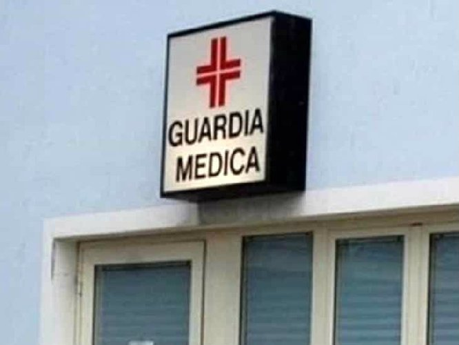 https://www.ragusanews.com//immagini_articoli/13-11-2019/perserguitava-i-sanitari-guardia-medica-arrestato-500.jpg