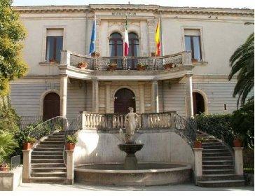 https://www.ragusanews.com//immagini_articoli/13-11-2020/assessore-positivo-chiuso-il-municipio-a-chiaramonte-280.jpg