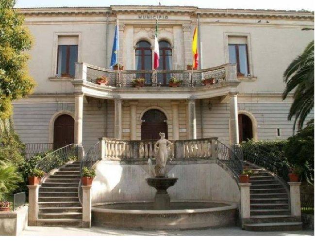 https://www.ragusanews.com//immagini_articoli/13-11-2020/assessore-positivo-chiuso-il-municipio-a-chiaramonte-500.jpg