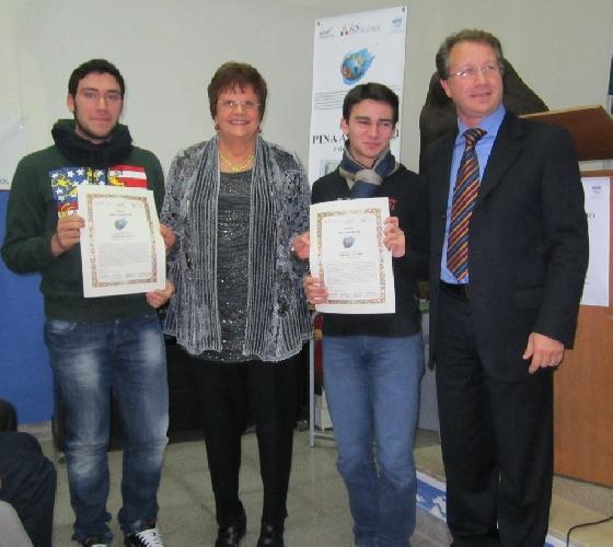 https://www.ragusanews.com//immagini_articoli/13-12-2011/andrea-amore-e-diego-fidone-vincono-il-premio-pina-avveduto-500.jpg