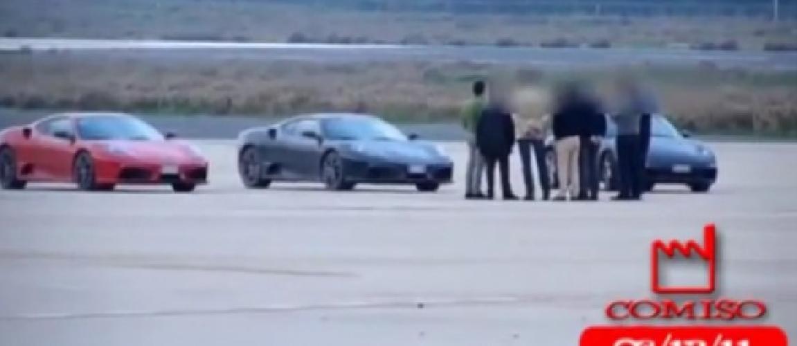 https://www.ragusanews.com//immagini_articoli/13-12-2011/le-corse-delle-ferrari-in-aeroporto-indagato-il-sindaco-di-comiso-500.jpg