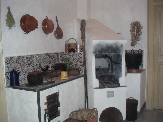 https://www.ragusanews.com//immagini_articoli/13-12-2012/il-forno-siciliano-tannur-tannura-500.jpg