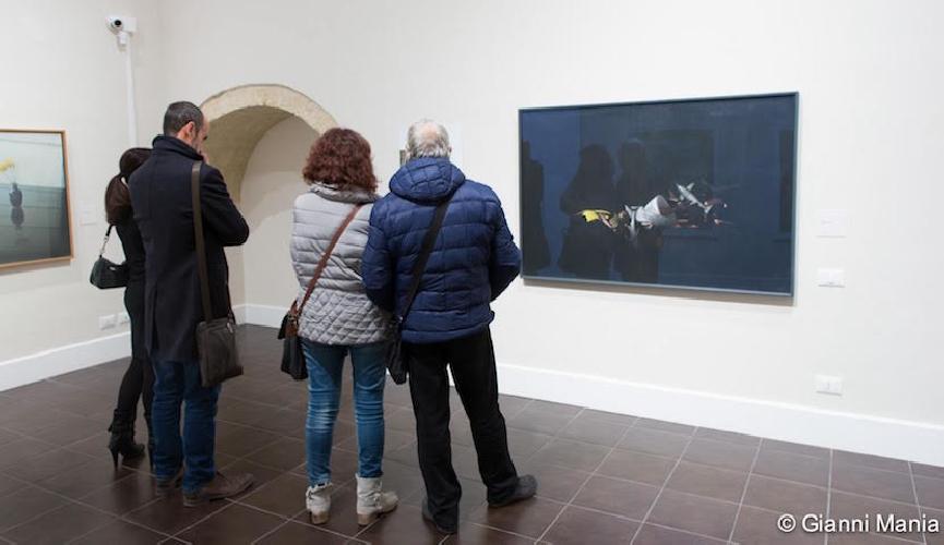http://www.ragusanews.com//immagini_articoli/13-12-2015/l-inaugurazione-della-mostra-di-giuseppe-colombo-video-500.jpg