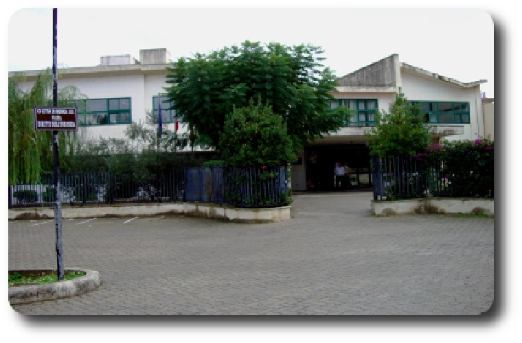 http://www.ragusanews.com//immagini_articoli/13-12-2015/rubati-i-computer-alla-scuola-giacomo-albo-500.jpg