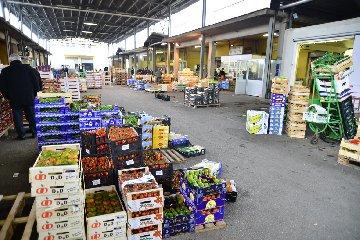 http://www.ragusanews.com//immagini_articoli/13-12-2017/vittoria-arresti-mercato-ortofrutticolo-240.jpg